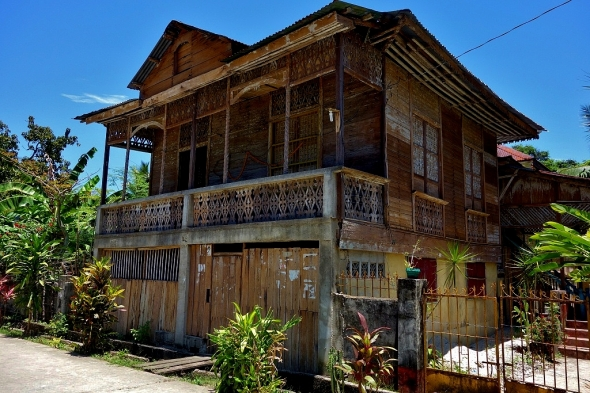 There are many old, weather-beaten homes in Ticao. This one is in Monreal.